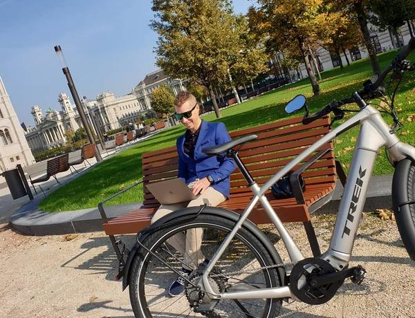 Kerékpárral munkába Parti András